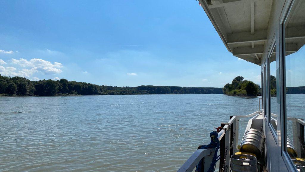 Orth Donau Schiffscafe Blick flussaufwärts